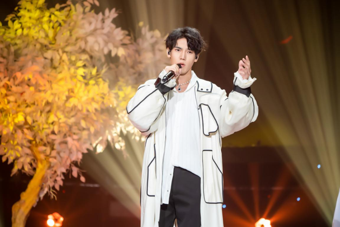 音乐剧演员李宸希献声《全球中文榜上榜》 多变声线以歌传情